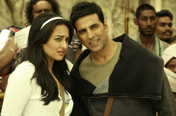 Akshay and Sonakshi in remake of Thuppaki