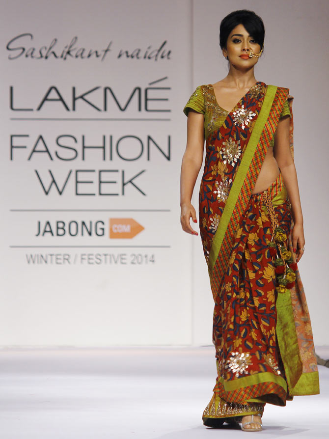 Shriya Saran wears a nathini Saree for designer Sashikanth Naidu at Lakme Fashion Week 2014