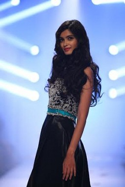 Diana Penty wears the second outfit designed by Rocky S at Lakme Fashion Week 2014