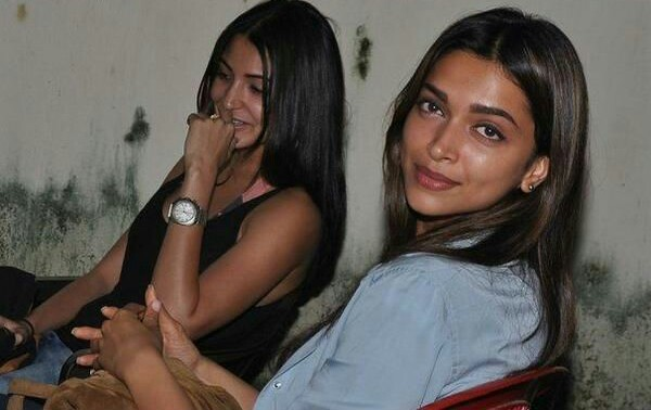 Deepika Padukone and Anushka Sharma bond at SRK's birthday bash