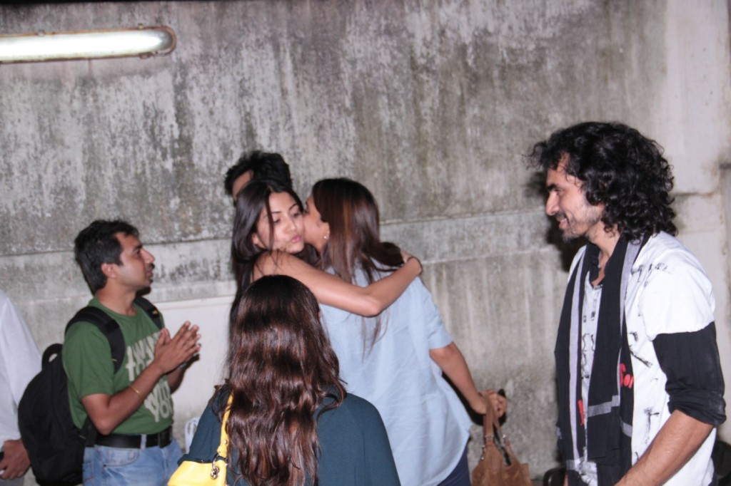 Deepika Padukone and Anushka Sharma hugging at Gangs of Wasseypur screening