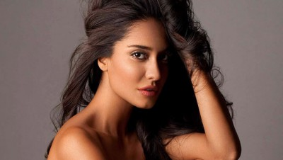 Reasons to watch the shaukeens - Lisa Haydon