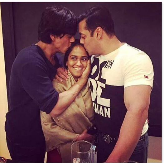 SRK and Salman reunites at Arpita's Mehndi caremony