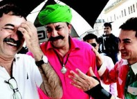 Rajkumar Hirani, Aamir and Sanjay on sets of PK
