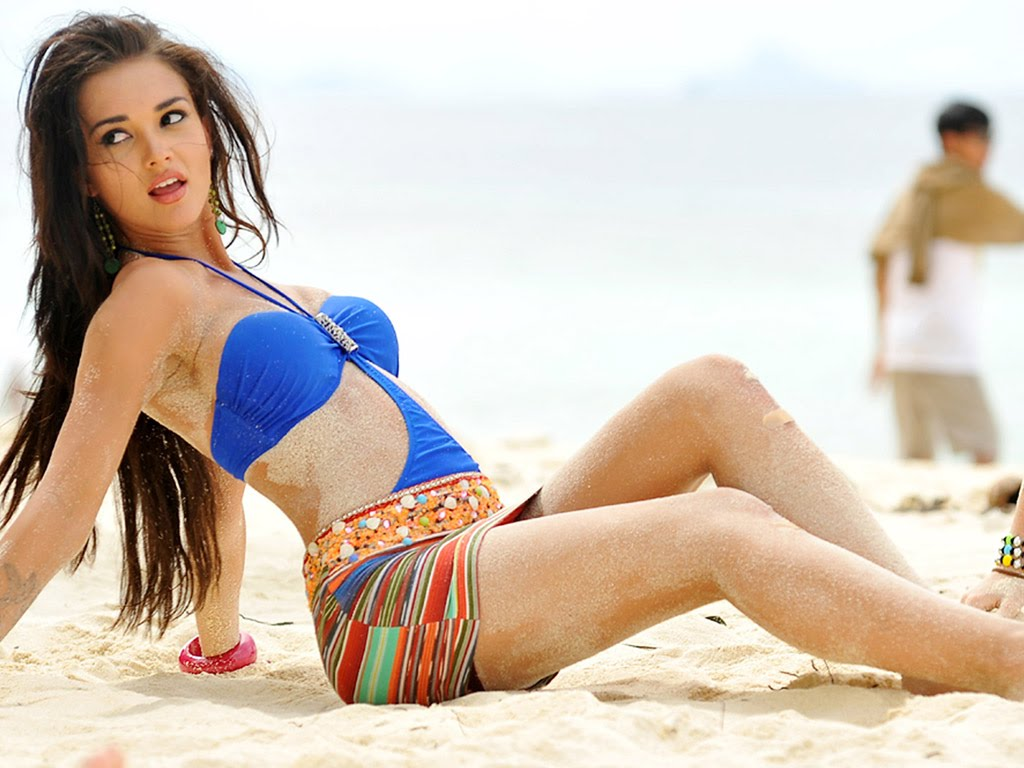 Top 10 hottest foreign actresses in Bollywood - Amy Jackson