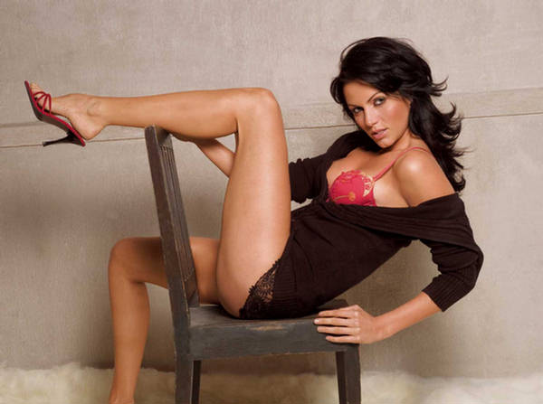 Top 10 hottest foreign actresses in Bollywood - Yana Gupta