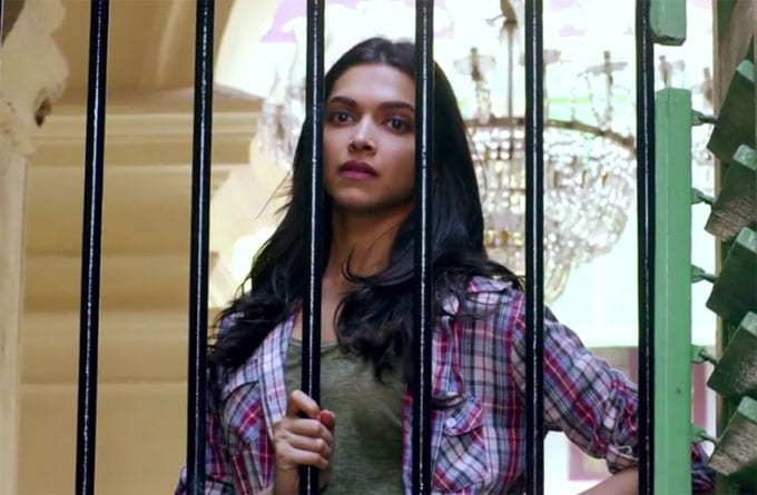 Deepika Padukone in Bezubaan Video Song