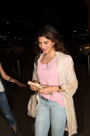Photos IIFA Awards 2015: Bollywood Celebs Arrives in Malaysia - Jacqueline Fernandez leaving for IIFA Awards 2015