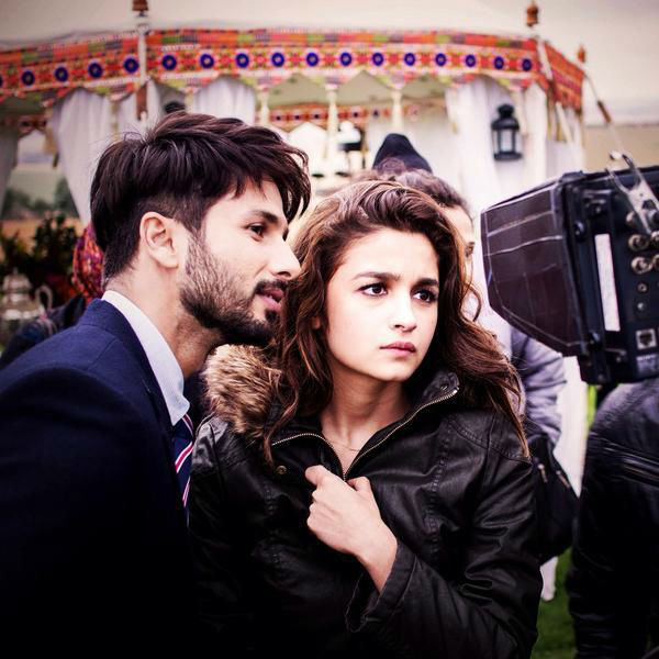 Alia and Shahid in Shandaar