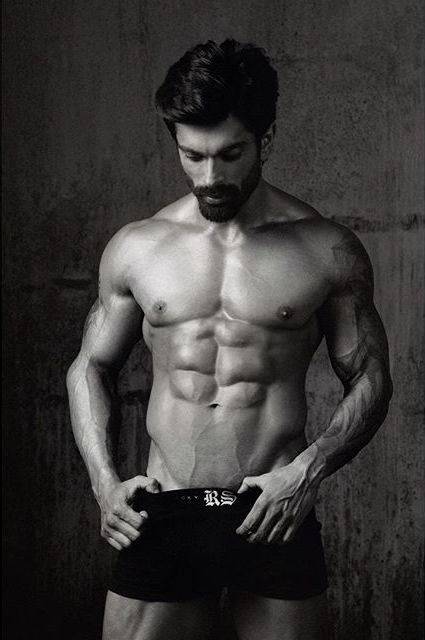 10 Hottest Shirtless Bollywood Actors- Karan Singh Grover