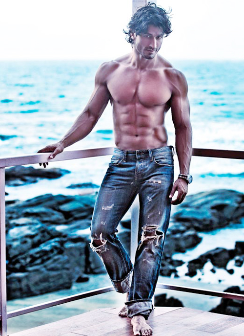 10 Hottest Shirtless Bollywood Actors