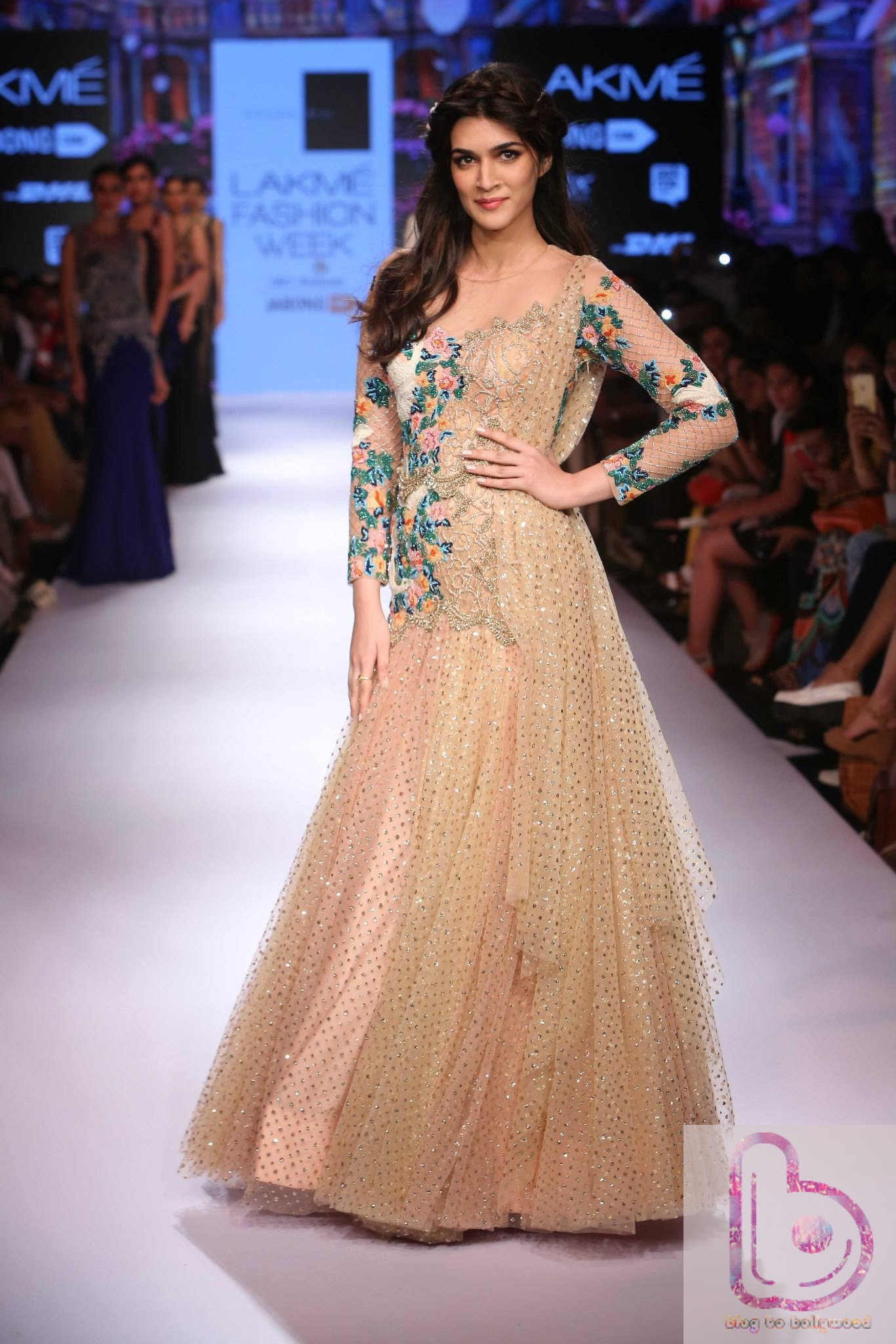 Which Actress rocked the ramp in Lakme Fashion Week?-Kriti Sanon