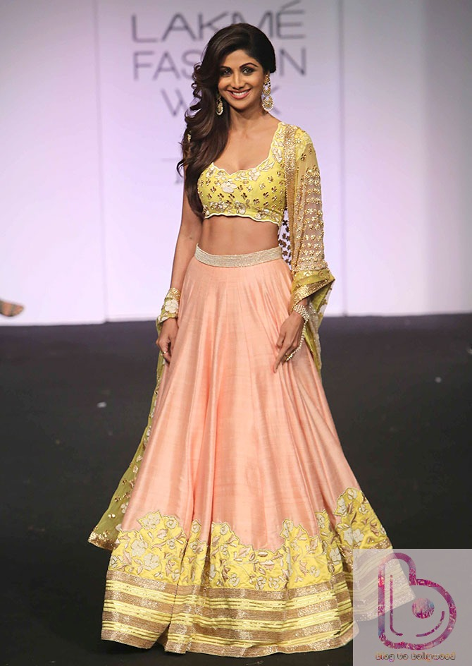 Which Actress rocked the ramp in Lakme Fashion Week?-Shilpa Shetty