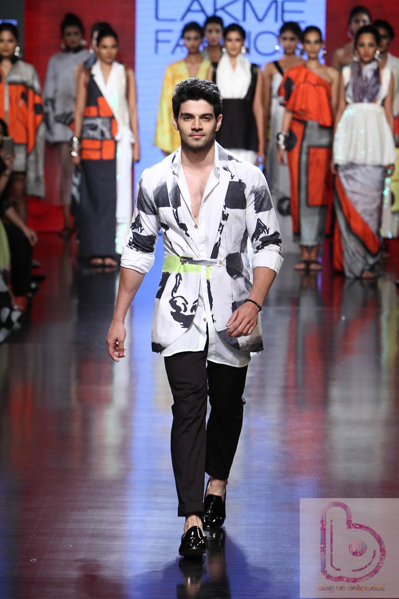 Which Actor rocked the ramp in LFW 2015? - Sooraj Pancholi