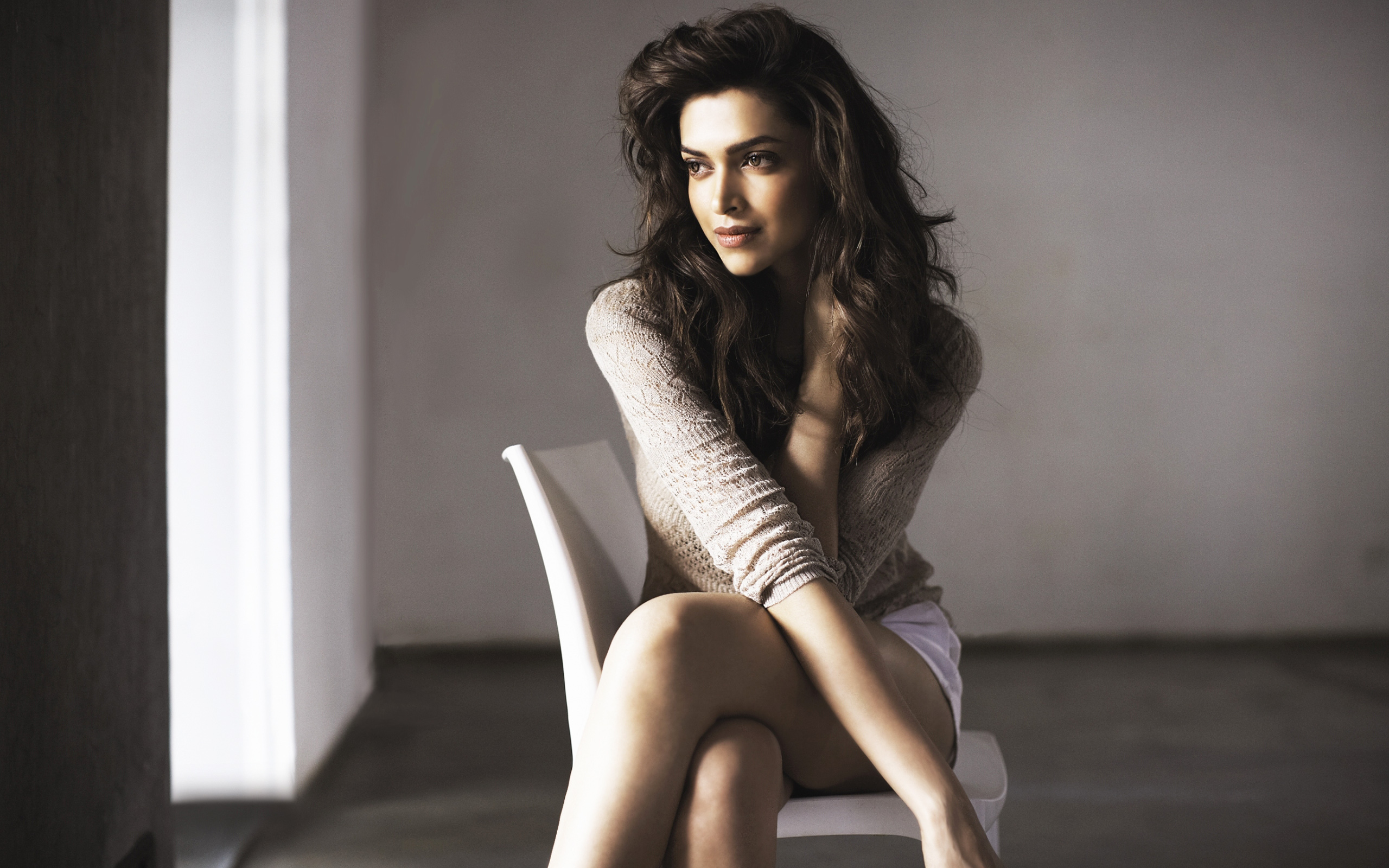 Pic 5: Deepika Padukone Hot Pics: 10 best from Photoshoots