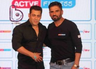 Salman congratulates Sunil Shetty for his new fitness show!