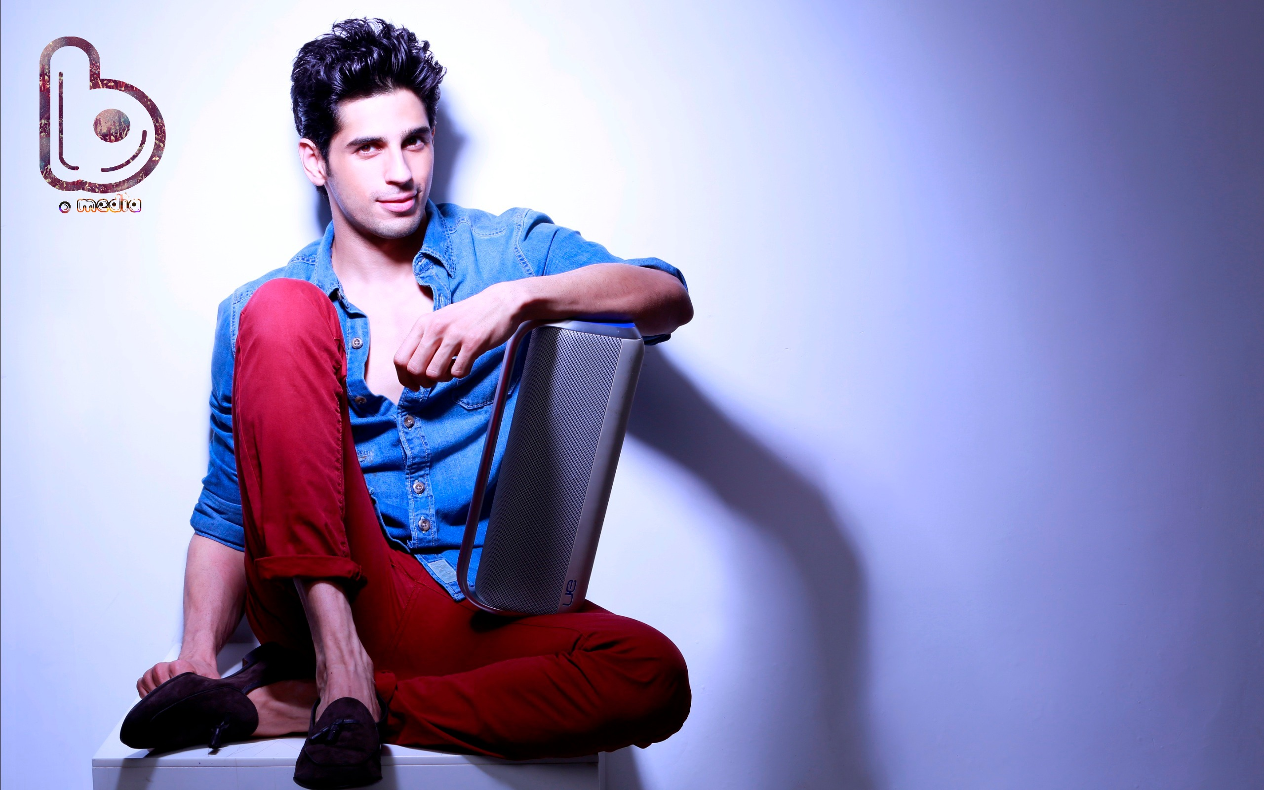 Sidharth Malhotra just posted a pic of his first ever photoshoot!