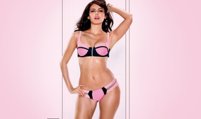 Mandana Karimi is too hot to handle in Kyaa Kool Hain Hum 3 first look poster