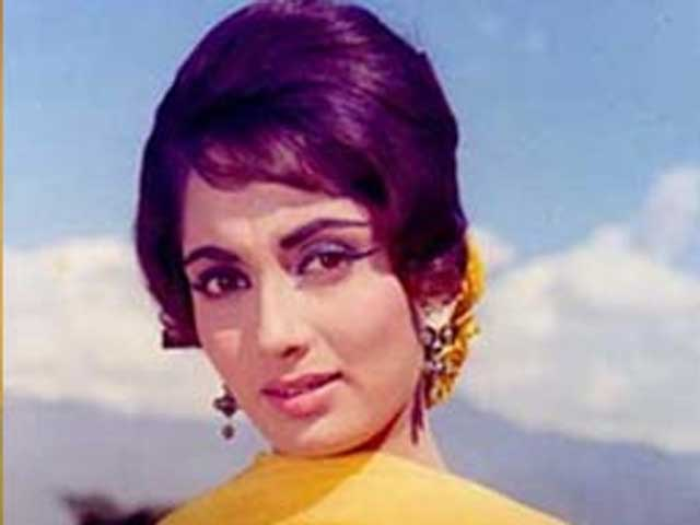 Sadhana dead but her trademark hairstyle, death-defying