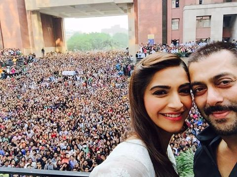 Best Selfies of 2015 | Bollywood Celebs teach us how it's done!-Salman-Sonam