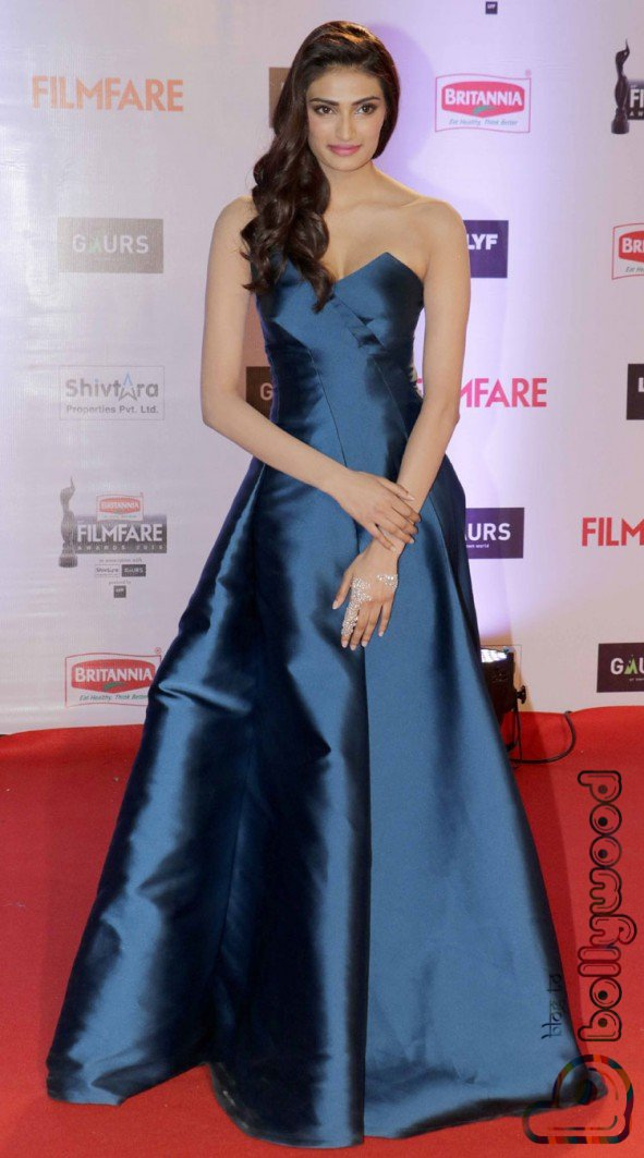 Athiya Shetty: Filmfare 2016 Dress Female