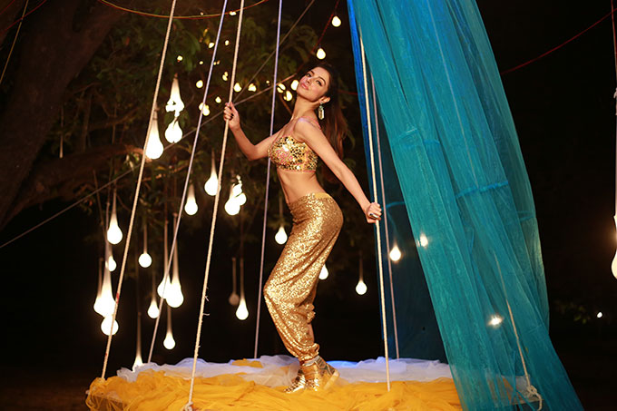 Divya Khosla Kumar makes her debut as the hot item girl in 'Humne Pee Rakhi Hai'