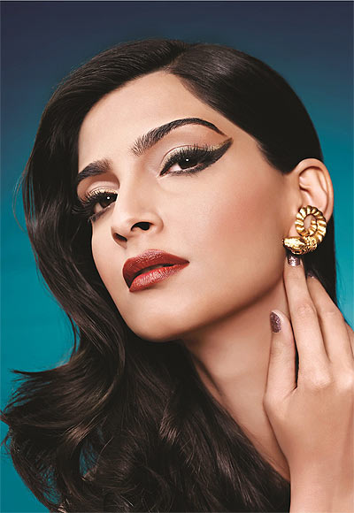5 Ways to Wear Eyeliner Sonam Kapoor Style - The Retro Look