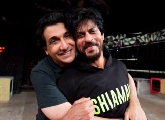 Hot Pictures: Shah Rukh Khan sweating it out for Filmfare Awards 2016