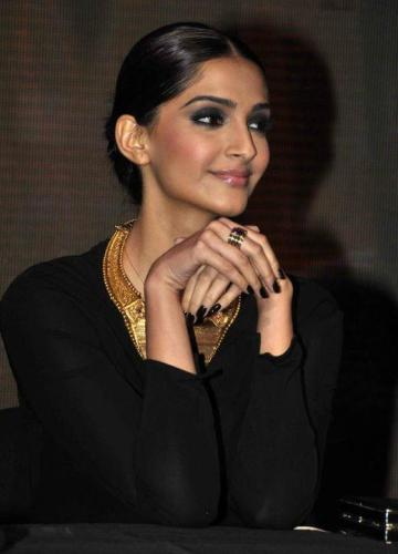 5 Ways to Wear Eyeliner Sonam Kapoor Style - Sonam kapoor inspired Smudge Eyes