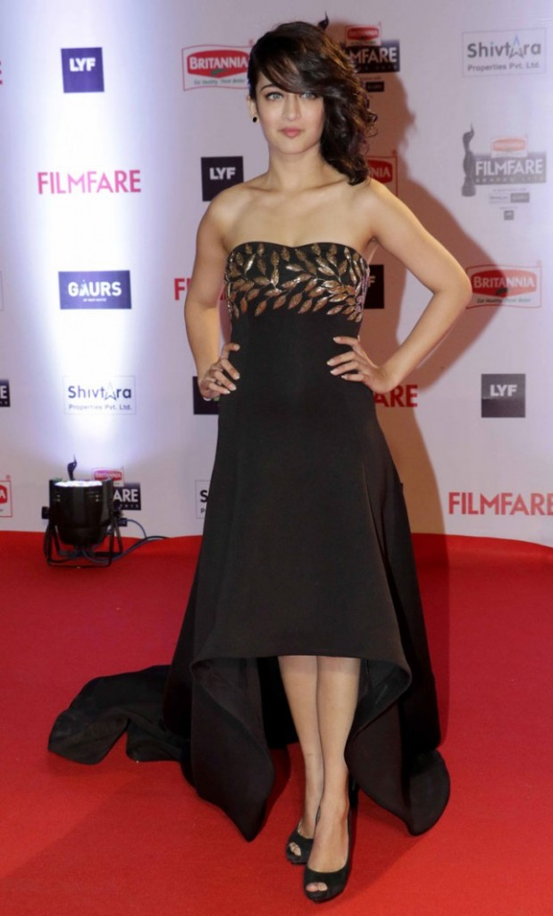 Akshara at 61st Filmfare Awards: Bollywood's Fashion Fails on the Red Carpet
