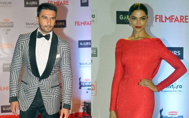 Woah!! Ranveer Singh Touches Deepika Padukone's Parents' Feet