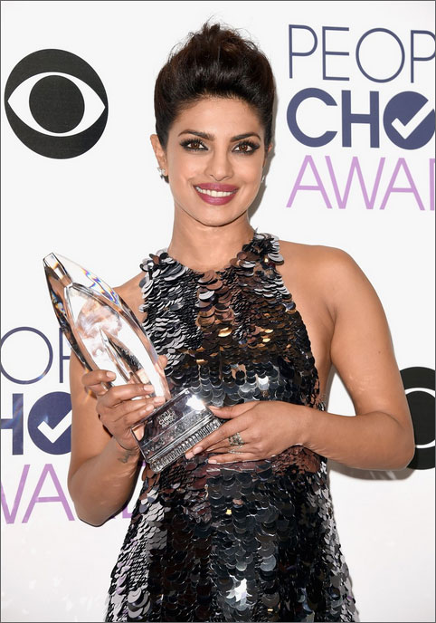 Priyanka Chopra wins at the People's Choice Awards 2016 as 'Favourite Actress in New TV Series'