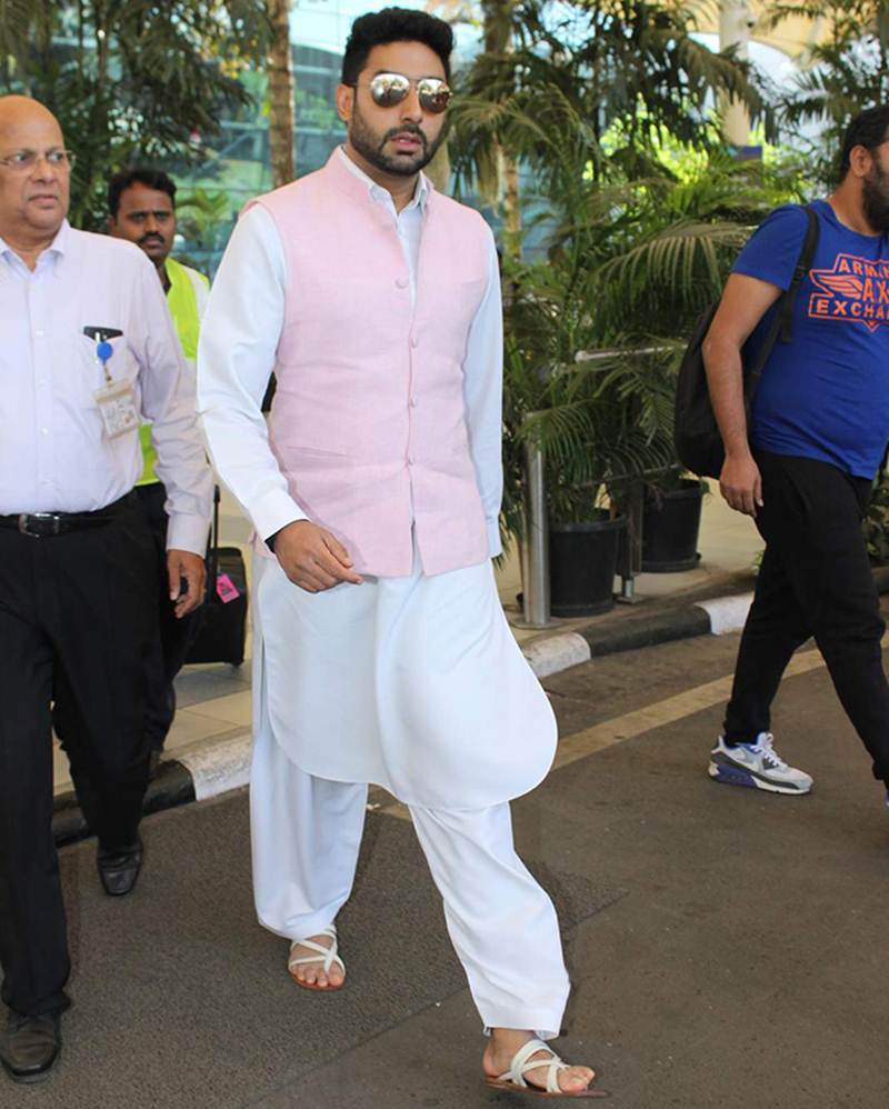 Airport Spotting | Get that Hunk Look like your favourite star for your next journey!- Abhishek 1