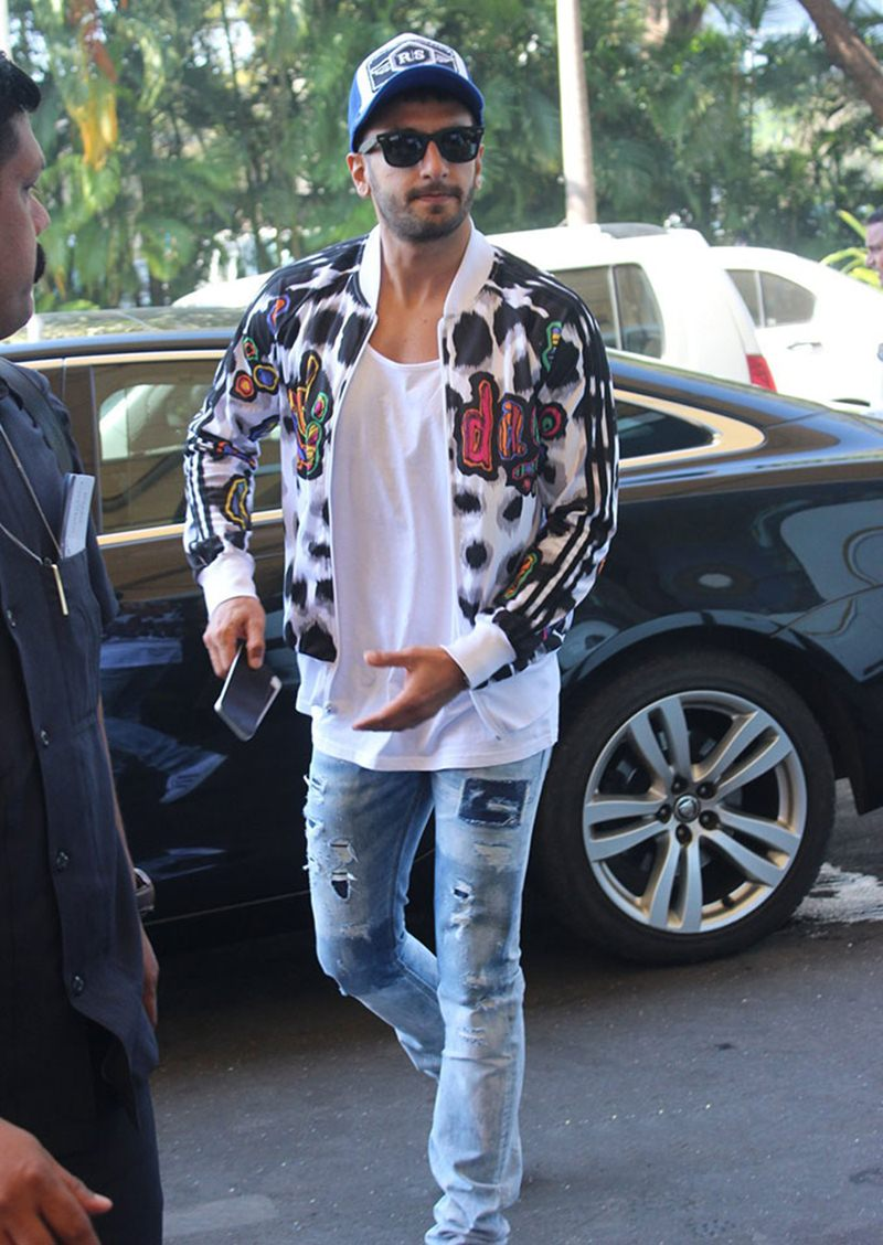 Airport Spotting | Get that Hunk Look like your favourite star for your next journey!- Ranveer 1