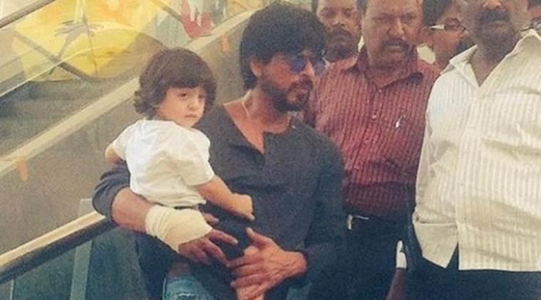 Shah Rukh Khan arrives in Gujarat for Raees, accompanied by son AbRam