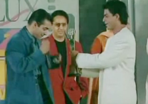#ThrowbackThursday: When Shahrukh Khan Gave His Award To Salman Khan