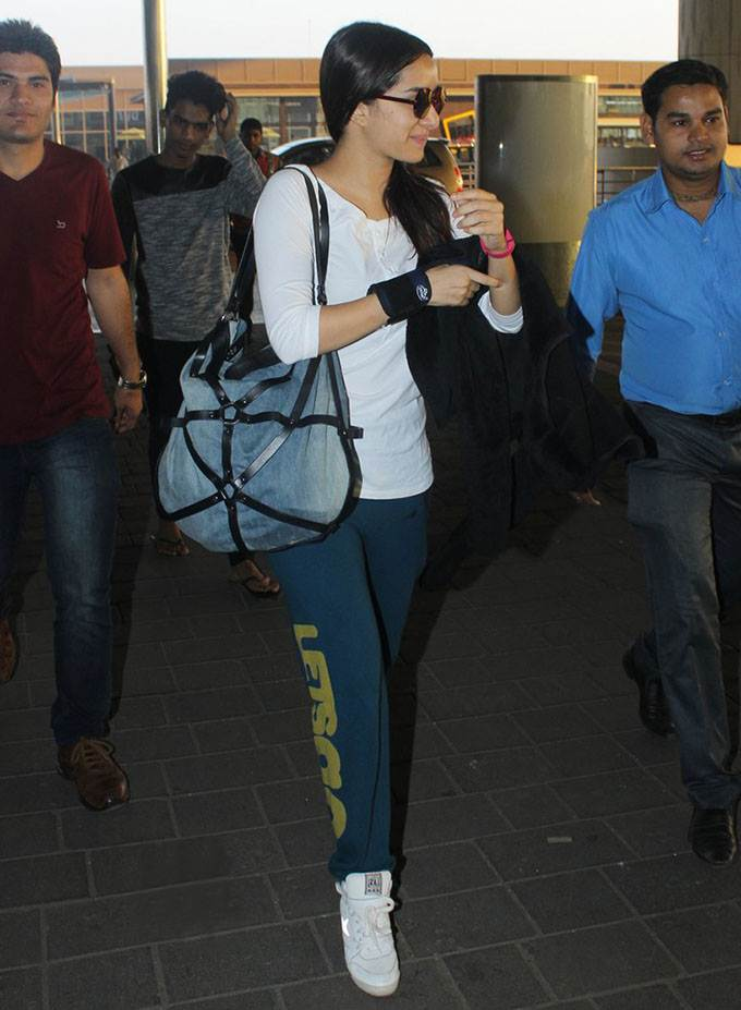 Airport Spotting | Get that Chic Look like our favourite Celebs for your next Journey- Shraddha 1