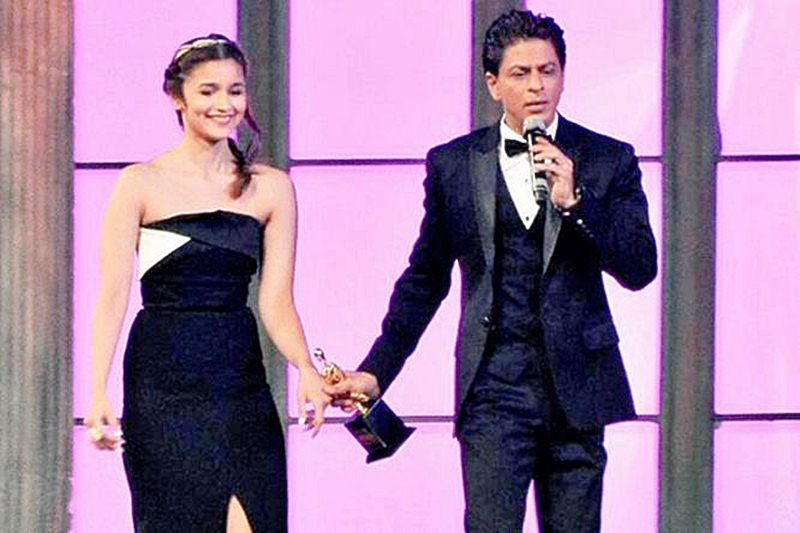 Alia Bhatt admits that she has an easy relationship with SRK!