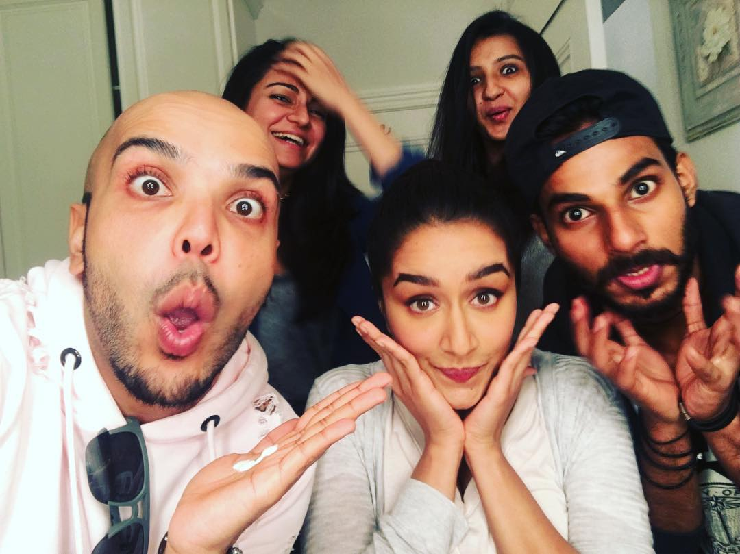 Shraddha kapoor with her friends