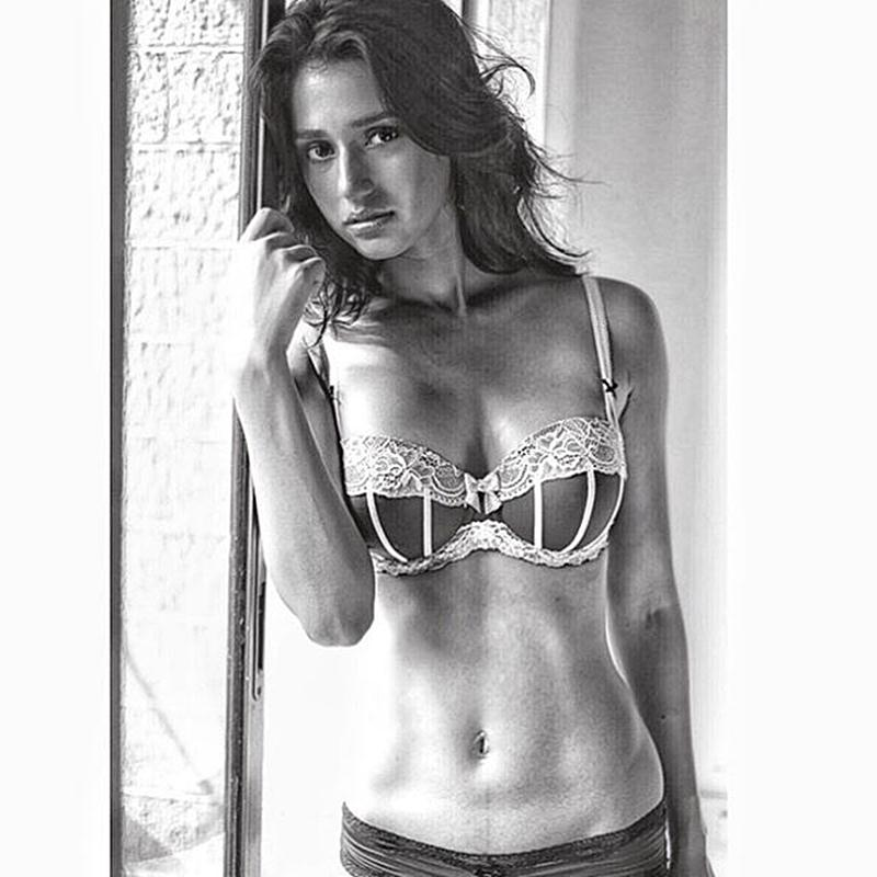 These 15 Hot Pics of Disha Patani prove what a Bombshell she is!- Disha Abs 2