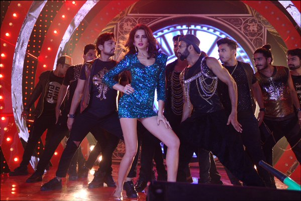 Nargis Fakhri In Oye Oye song from Azhar