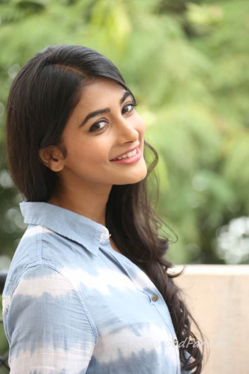 15 Stunning Pictures Of The Mohenjo Daro Actress Pooja Hegde: The Mohenjo Daro Girl- Pooja Casuals