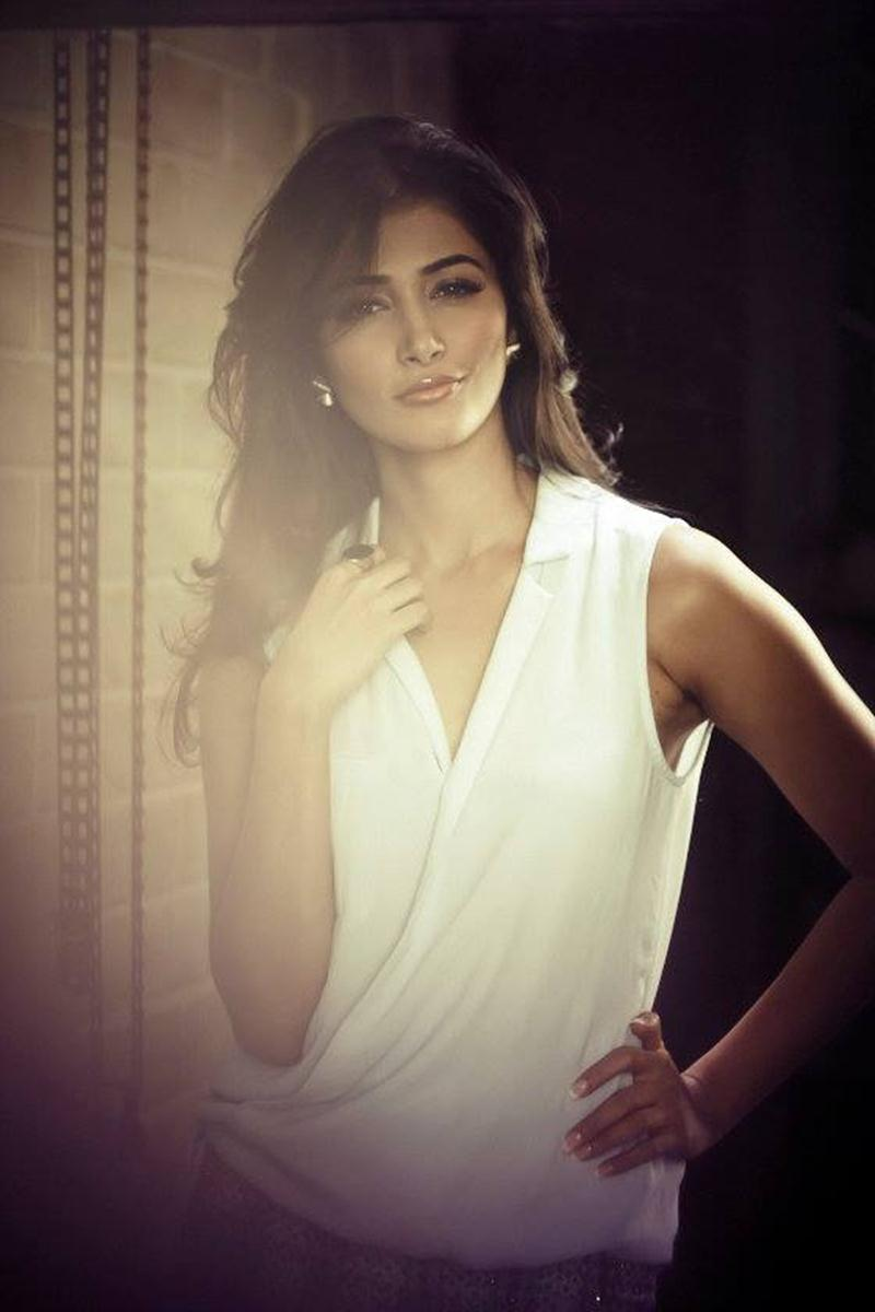 Pooja Hegde Sexy Photos - Pooja White 3