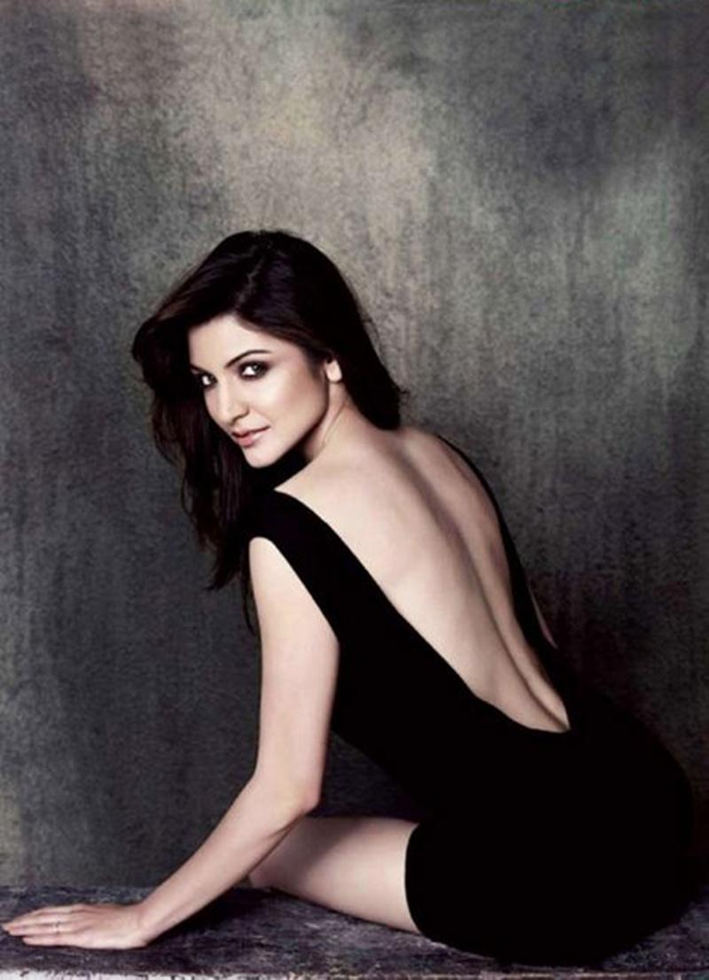 10 Hot Pics of Anushka Sharma that will make you turn up the AC now!- Anushka Back