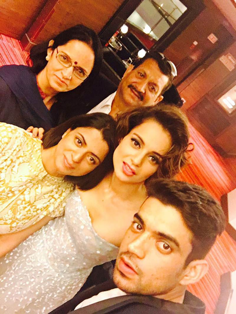Top 10 Bollywood Pics of the Week : 1 May 2016 to 7 May 2016- Kangana and family