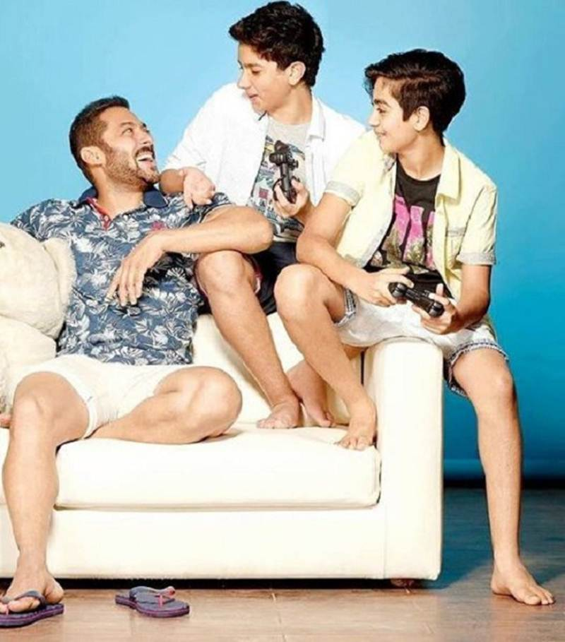 Top 10 Bollywood Pics of the Week : 1 May 2016 to 7 May 2016- Salman with nephews