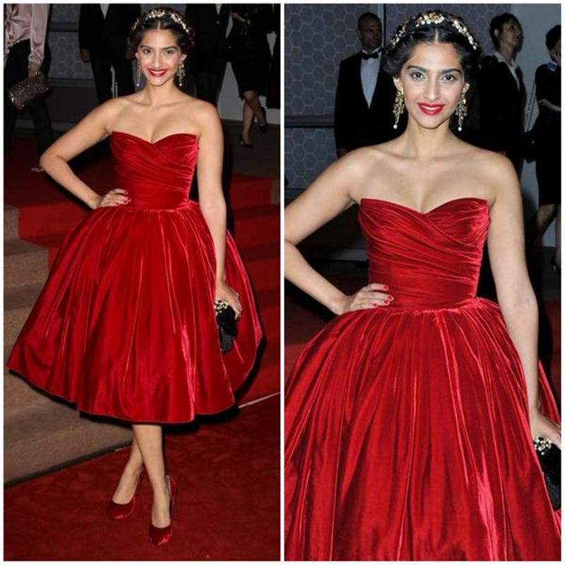 Aishwarya Rai Bachchan and Sonam Kapoor's various looks at Cannes over the years- Sonam 2012 3