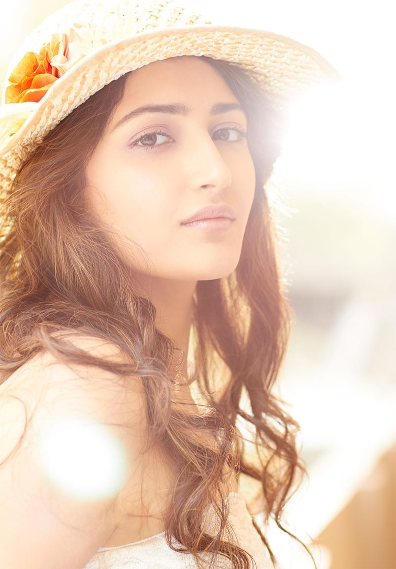 15 Stunning Pictures of Sayyeshaa, the leading lady of Shivaay- Sayyeshaa 1