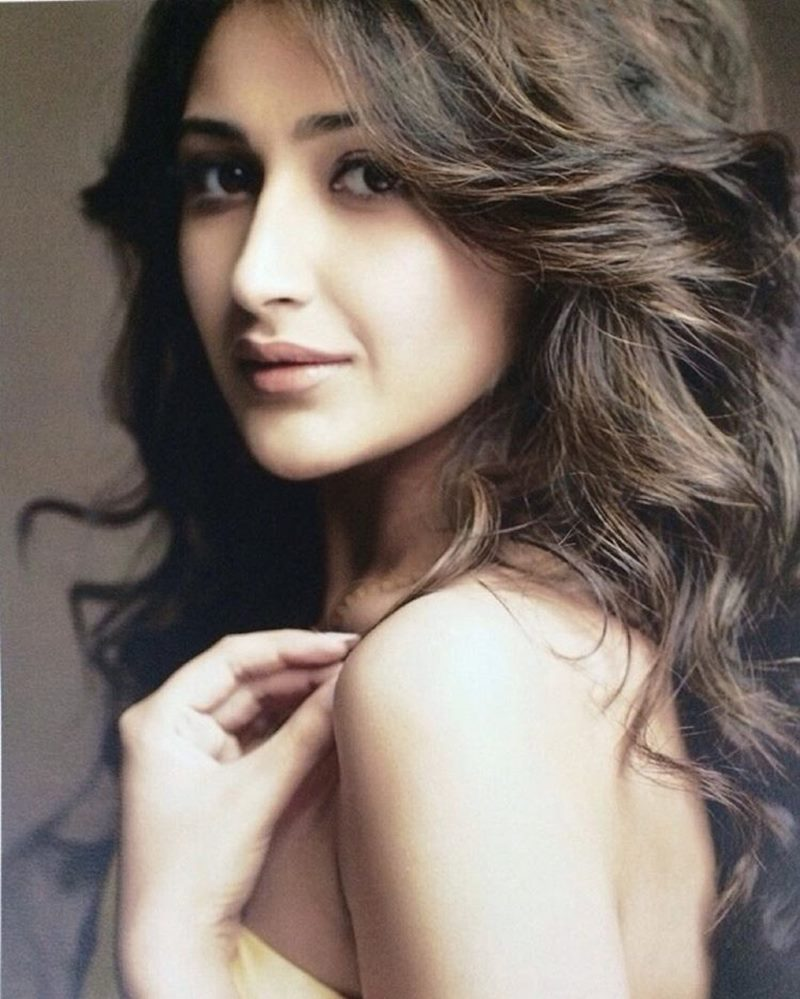 15 Stunning Pictures of Sayyeshaa, the leading lady of Shivaay- Sayyeshaa 8