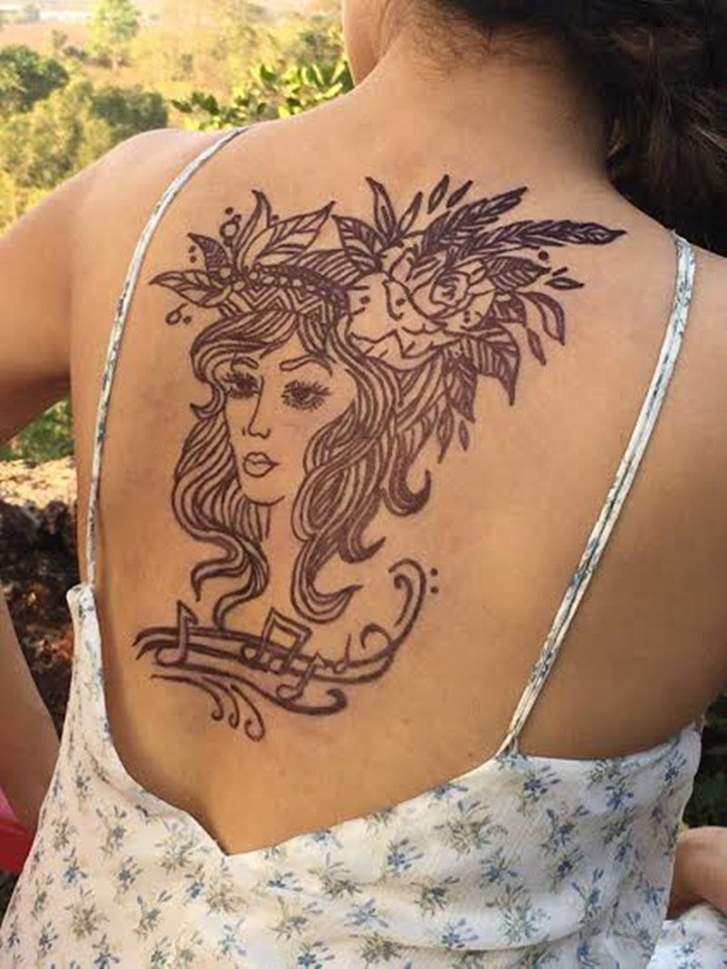 Top 10 Bollywood Pictures of the Week   12-June-2016 to 18-June-2016- Tapsee Tattoo